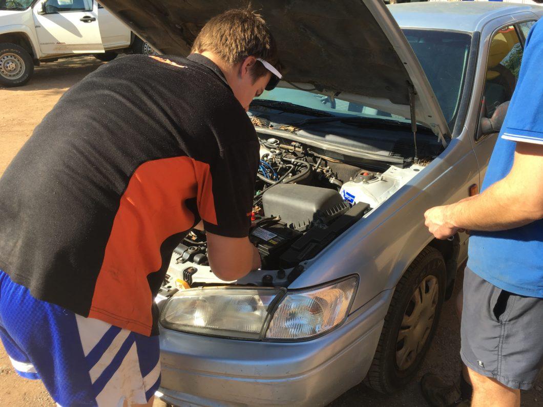 オーストラリア 車 バッテリー